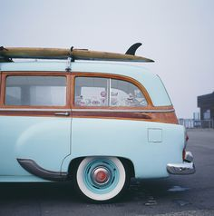 summer hippie hipster chic vintage boho old Teen surf blue sun beach sand ocean van bohemian surfboard live free hippievan Trains, Woody Wagon, Us Cars, Surfs, Station Wagon, Vintage Cars, Vintage Photos, Cool Cars, Dream Cars