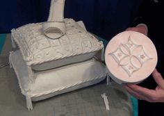 2 different step-by-step fondant quilting techniques by cake artist Marilyn Bawol