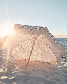 Beach Umbrella Photography - With Umbrella Photography Umbrella Photography, Photography Beach, Beach Aesthetic, Summer Aesthetic, The Beach, Beach Bum, Summer Feeling, Summer Vibes, Summer Story