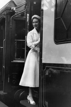 Princess Margaret Rose boards a train at Southampton station after a. Queen's Sister, Margaret Rose, Family Photo Frames, Lady In Waiting, Royal Brides, Royal Engagement, Save The Queen, British Monarchy, King George