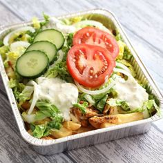 Kapsalon (from Rotterdam) Fries, Shoarma, Cheese, Lettuce and sauce. Healthy Recepies, Good Healthy Recipes, Meat Recipes, Cooking Recipes, Good Food, Yummy Food, No Cook Meals, Quick Easy Meals, Easy Cooking