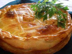 TORTA DE CAMARÃO COM PALMITO - Receitas Brasileiras e Portuguesas - Google+ Quiches, Hand Pies, Food Inspiration, Camembert Cheese, Good Food, Brunch, Food And Drink, Cooking Recipes, Favorite Recipes