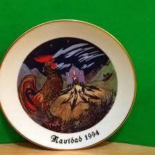 """1/PLATO DE NAVIDAD DE PUERTO RICO  1994 - Misa de Gallo""""    Reberto Treanor Misa de Gallo Plate Navidad Puerto Rico 1994  Plato de la colección Casa Sterling House""""Misa de Gallo1994""""  porReberto Treanor, éste es el plato # 95, pintados en colores alegres, con borde en enchape de oro.  Tiene el logo de Sterling y está en excelentes Condiciones.  Mide73/4Pulgadas,hecho enporcelana $235.00"""