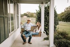 What started out as a hobby, turned into a passionate career for Billie-Shaye Style. Learn more about this Nashville wedding photographer on NBG! Country Couple Pictures, Cute Country Couples, Cute N Country, Cute Couple Pictures, Cute Couples Goals, Country Girls, Country Prom, Couple Photos, Western Baby Pictures