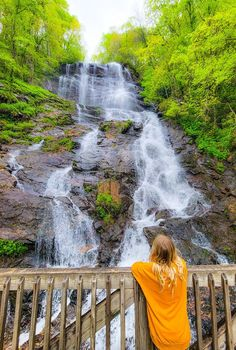 Lush forest views, the relaxing sound of Amicalola Falls, and a cozy private cabin complete with a campfire pit – just a few of the amazing features you and your family will love on your Amicalola Falls family getaway in Georgia. Head to our blog to learn about our recent adventure here! #GeorgiaTravel #AmicalolaFalls #USStateParks #FamilyVacation #FamilyRoadTrip #USRoadTrips #FamilyTravel Cool Places To Visit, Places To Go, Amicalola Falls, Havasupai Falls, Vernal Falls, American Falls, Multnomah Falls, Yosemite Falls, Beautiful Waterfalls