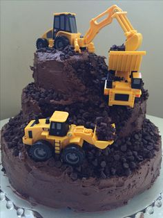 29 Awesome Birthday Cakes For Boys. Get ideas for your boys birthday cake here with fun superhero, character and themed ideas. Construction For Kids, Construction Birthday Parties, 4th Birthday Parties, Baby Birthday, Construction Party Cakes, Digger Birthday Cake, Birthday Cake Kids Boys, Digger Cake, Digger Party