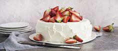 Perinteinen mansikkakakku kruunaa kesäpäivän tai kesäjuhlan. Gluteenittoman kakkupohjan voit halutessasi korvata tavallisella kakkupohjalla. Tämäkin resepti vain n. 0,80€/annos*.