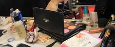 També, estudis relacionats amb el maquillatge de cine i televisió.