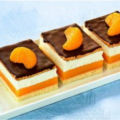 Orangen-Pudding-Schnitten Orange pudding slices Recipe: A creamy orange cake with chocolate from the Desserts For A Crowd, Party Desserts, Cupcakes Cool, Cake Recipes, Dessert Recipes, Pudding Desserts, Different Cakes, How To Make Cake, Cake Decorating