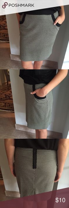 Black and White Merona stretch pencil skirt Super flattering slim fit skirt with flat pockets and zipper back. Merona Skirts Pencil