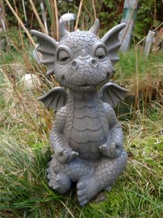 Gartenfigur meditierender Drache