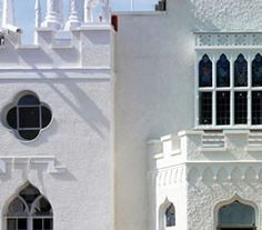 Strawberry Hill - Horace Walpole's amazing house now fully restored to the tune of 9 million pounds! Strawberry Hill House, Townhouse Exterior, Gothic Castle, London Townhouse, Things To Do In London, London Calling, Culture Travel, Museums, Fun Stuff
