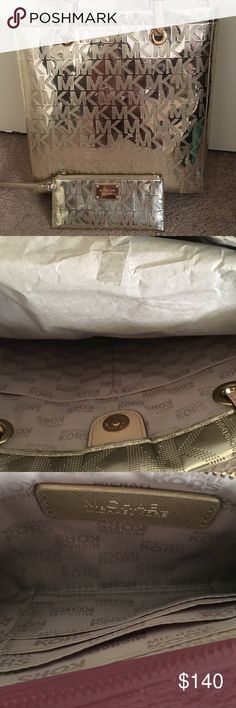 Michael Kors Metallic Gold Purse & Wristlet Set ✨ Like 🆕 MK purse & wallet/Wristlet set. Metallic Gold. ✨Only used maybe a couple times. Purse still has tissue in it to keep the form. Wristlet only has very minor scratches on gold plate. Purse is rather large with 2 handles. NO crossbody strap. Wristlet is long with abt 4 card slots inside. Great deal! ☺️ if u wish to purchase separately plz let me know so that I can create different listing. Michael Kors Bags