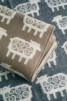 Sheep wool blanket - grey 130x180 cm - Klippans Yllefabrik - Scandinavian Design Center