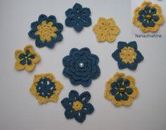 Häkelblumen  - Set   Blau-Gelb von Shop Kunterbunt auf DaWanda.com