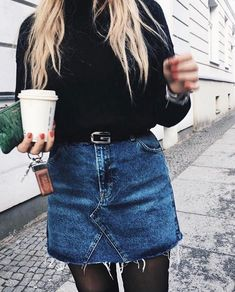 52 stylish denim skirt outfits ideas to impress everyone 30 Denim Skirt Winter, Winter Skirt Outfit, Denim Fashion, Skirt Fashion, Fashion Mode, Ladies Fashion, Womens Fashion, Fashion Trends, Black Skirt Outfits