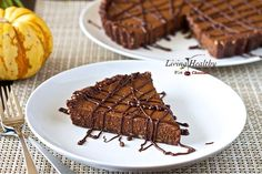 No-bake Triple Chocolate Pumpkin Pie (paleo, gluten, grain, dairy, egg free). Recipe by Living Healthy With Chocolate. Chocolate Pumpkin Pie, Paleo Pumpkin Pie, Pumpkin Pie Recipes, Pumkin Pie, Paleo Chocolate, A Pumpkin, Pumpkin Puree, Paleo Dessert, Healthy Sweets