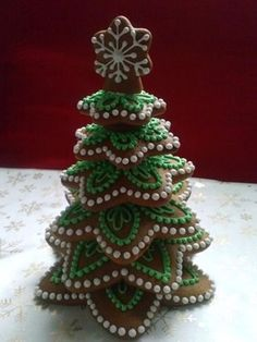 Homemade Food Chirstmas Tree Inspirations +Tips - Gingerbread christmas tree cookies - Fruit Christmas Tree, Gingerbread Christmas Tree, Homemade Christmas Tree, Christmas Tree Cookies, Christmas Sweets, Holiday Cookies, Holiday Treats, Christmas Baking, Gingerbread Houses