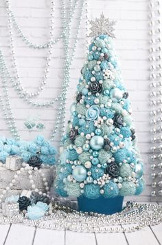 30 Ideas White Christmas Tree Decorations Diy For 2019 Mini Christmas Tree Decorations, Cone Christmas Trees, Christmas Tree Crafts, Coastal Christmas, Christmas Gifts For Kids, Rustic Christmas, Christmas Projects, Handmade Christmas, Christmas Wreaths