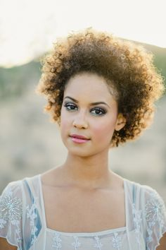 Natural wedding hair and makeup | Kristyn Harder Photography and Corrina Walker Photography | see more on: http://burnettsboards.com/2015/03/joshua-tree-national-park-bridal-inspiration/