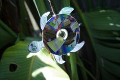 Recycled CD turtles.....SO doing this with the kids for an Ocean Unit (maybe closer to summer)