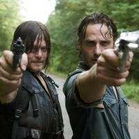 New promotional still of Daryl Dixon and Rick Grimes in The Walking Dead Season The Walking Dead Movie, Walking Dead Actors, Walking Dead Comic Book, Walking Dead Tv Series, The Walking Dead Tv, Walking Dead Season, Andrew Lincoln, Daryl Dixon, Daryl And Rick