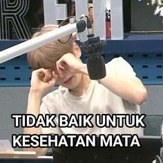 Funny Kpop Memes, Bts Memes, Nct Doyoung, Funny Boy, Cartoon Jokes, Jaehyun Nct, Meme Faces, Cute Stickers, Nct 127