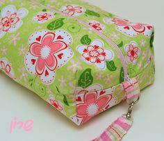 https://flic.kr/p/atREKu | Huge Boxed pouch