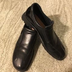 Munro black zip w/patent trim 10N. NEW INSOLES Munro black shoes W/zipper, patent leather trim, black elastic stretch. Shock absorbing heal. Brand new insoles! size 10N. Gently worn. Minimal wear! Munro Shoes Flats & Loafers