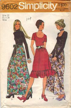 Simplicity 9602: Use this 1970s vintage sewing pattern for misses to sew a fab cocktail or evening dress that makes the most of contrasting fabrics - sew it up and feel luxurious! Dress has dart-fitted bodice, low scoop neckline or jewel neckline with stand collar, and your choice of