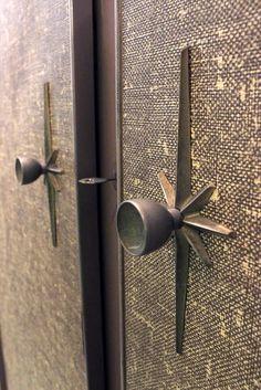 Home Interior Salas Top Door Hardware Trends of 2020 - Doorknobs Mid Century Modern Door, Mid Century Decor, Mid Century House, Mid Century Modern Design, Home Interior, Decor Interior Design, Modern Interior, Interior Door, Interior Livingroom