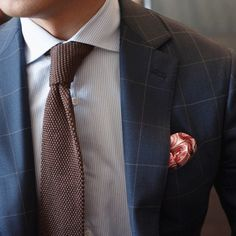 This color combo might be a little too casual for work, but it's very eye-catching for the weekend!