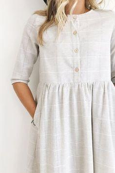 capsule wardrobe, cute linen dress, buttoned up