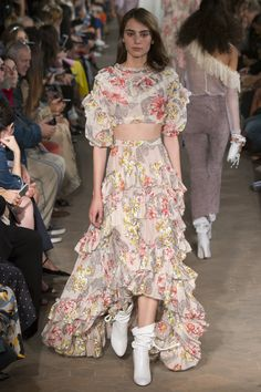 See the complete Philosophy di Lorenzo Serafini Spring 2017 Ready-to-Wear collection.