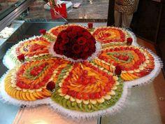 Arrangement with fruit