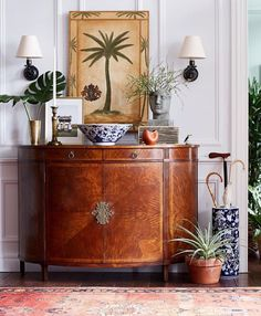 Love this mix of antique accents and tropical pieces for a bit of british colonial look, one of my favourite decor styles. Tropical Home Decor, Tropical Style, Tropical Houses, Tropical Furniture, Tropical Interior, West Indies Decor, West Indies Style, British Colonial Decor, Foyer Decorating