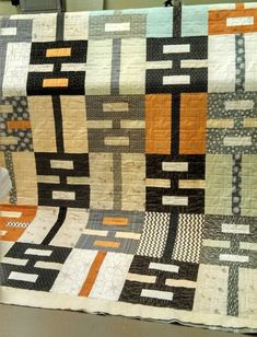 Urban Shades QuiltThis tutorial is available for free... Full post:Urban Shades Quilt