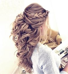 40 Stunning Prom Hairstyle Ideas in Prom is your night to slay, but there's a chance you're still seriously debating about what to do with your luscious locks. Well, we're here to solve …, Prom Hairstyle Source by streetstyleinspiration Down Hairstyles For Long Hair, Long Curly Hair, Bride Hairstyles, Curly Hair Styles, Hairstyle Ideas, Hair Half Updo, Curly Bridesmaid Hairstyles, Prom Hairstyles Half Up Half Down, Long Prom Hair