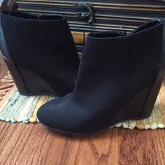 """Women's Charles David Platform Ankle Boots Size7.5 Women's Charles David Platform Ankle Boots. Size 7.5 Color: Black Platform 3"""". Great Deal. Please visit my store for other great buys and SHARE, SHARE, SHARE, the favor will be returned Charles David Shoes Ankle Boots & Booties"""