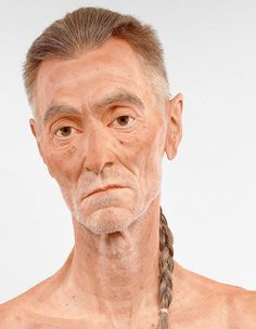 Evan Penny is a Toronto-based artist that creates hyper realistic sculptures of people.
