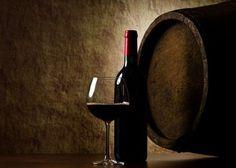 Yo que me acerqué al vino de la mano de un gran experto, solo entendía que el vino provenía de la uva.Ingenuo, para muchos que conocen del vino, pero seguramente que otros van a descubrir que en el mundo de los vinos todo está por definir.