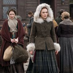 While searching for her parents, Claire and Jamie Fraser, Brianna finds herself in the path of Laoghaire, the woman who tried to have her mother killed. But Laoghaire is only one of the familiar characters returning in this week's Outlander episode. Outlander Tv Series, Outlander Quotes, Drums Of Autumn, Claire Fraser, Cinema, Star Wars, Season 4, Fantasy Dress, Costume Design