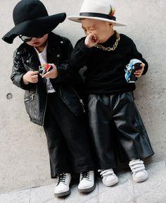 ... tiny street style stars and tiny hats at Seoul Fashion Week !!  Piccole stelle e piccoli cappelli in giro per Seoul !