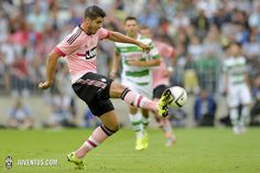Pretty in Pink - Juventus 15-16 Away Kit | On-Pitch Debut - Footy Headlines