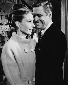Audrey with George Peppard during the filming of 'Breakfast At Tiffany's' Old Hollywood Stars, Hollywood Actor, Golden Age Of Hollywood, Classic Hollywood, Hollywood Images, George Peppard, Audrey Hepburn Breakfast At Tiffanys, Audrey Hepburn Style, Kiss And Romance