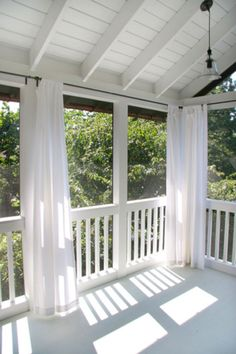 8 Ways To Have More Appealing Screened Porch Deck 2019 Wonderful Screened In Porch and Deck: 119 Best Design Ideas www.futuristarchi The post 8 Ways To Have More Appealing Screened Porch Deck 2019 appeared first on Deck ideas. House With Porch, Building A Deck, Farmhouse Porch, Decks And Porches, Porch Decorating, Porch Curtains, Porch Design, Porch Railing, Building A Porch