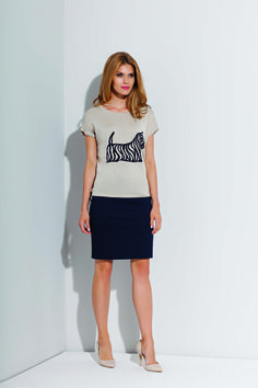 funny casual blouse and short neive blue skirt