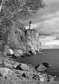 This picture brings back a great memory of when I went there. It's a fantastic old lighthouse Split Rock Lighthouse, MN. Located in Split Rock State Park, roughly 18 miles north of Two Harbors. Lighthouse Drawing, Lighthouse Pictures, Split Rock Lighthouse, Silver Bay, Two Harbors, Minions, Learn Art, Lake Superior, Vacation Trips