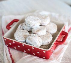 Ванилици / Vanilla cookies Macedonian Food, Vanilla Cookies, Easter Season, Baked Goods, Sweets, Baking, Breakfast, Vegas, Desserts