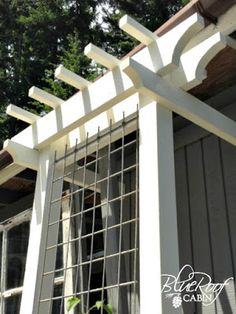 Love it. DIY trellis using welded wire panel (for concrete) by Blue Roof Cabin